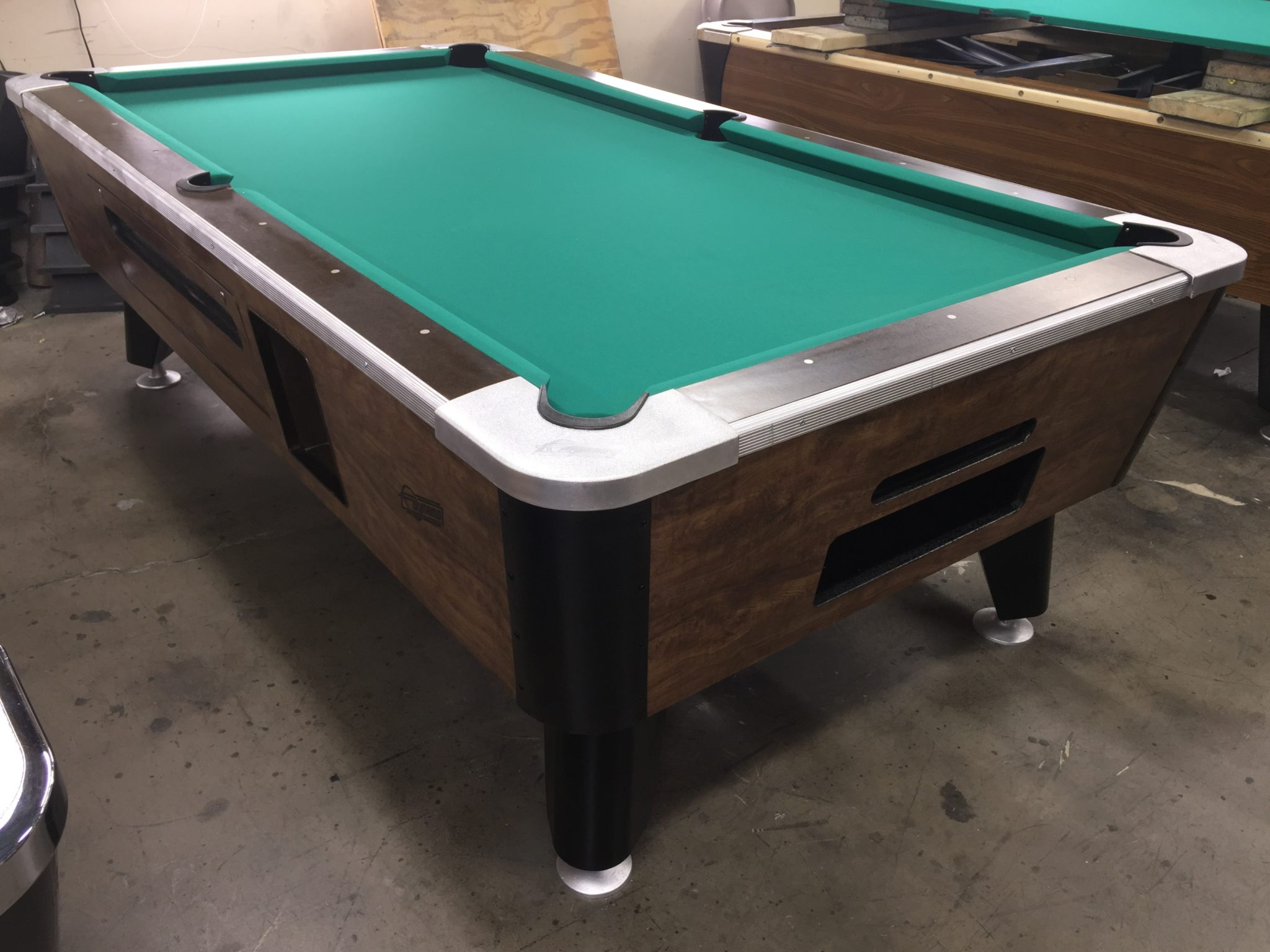 Etonnant Coin Operated Bar Pool Table